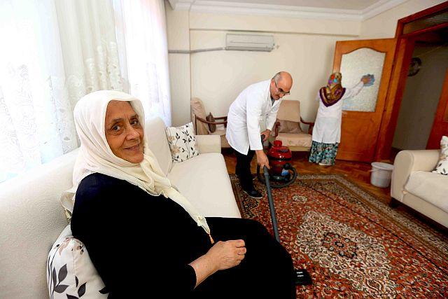 Bağcılar'da Bakıma Muhtaçların Evinde Bayram Temizliği Yapıldı