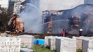 Halkalı'da Karton Fabrikasında Yangın Çıktı