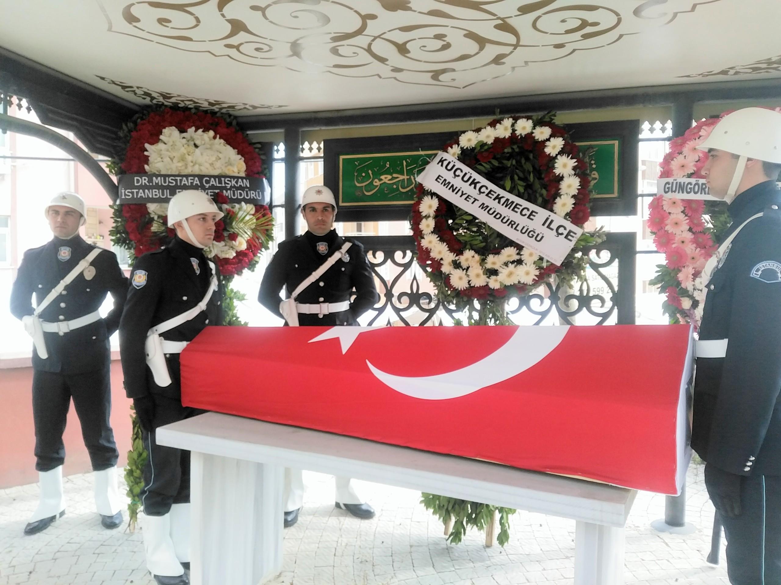İstanbul Polisi Mesai Arkadaşı Enver Yılmaz'ı Dualarla Son Yolculuğuna Uğurladı