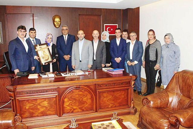 Milli Gençlik Derneği, Zeyit Şener'e Tebrik Ziyaretinde Bulundu