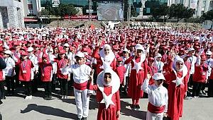 Bağcılar'da 1380 çocuk işaret diliyle İstiklal Marşı okuma rekoru kırdı