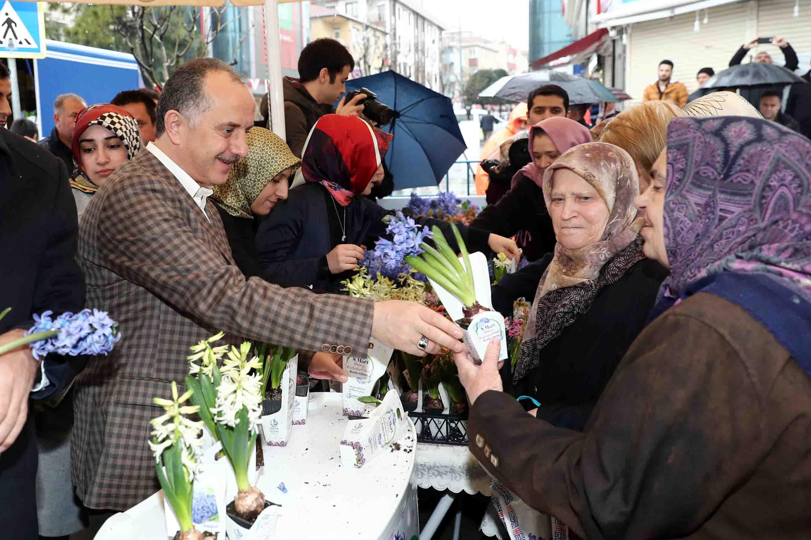 Bağcılar'da Kadınlar Günü'ne erkekler yoğun ilgi gösterdi