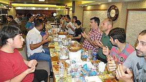 İstanbul Millli gençlik derneği İftar bereketinde gönül dostlarını ağırladı