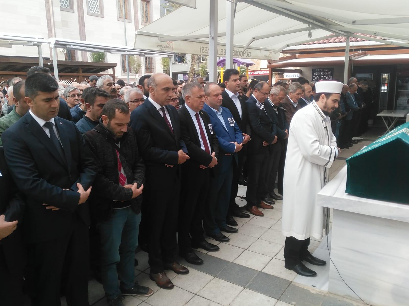 Halis Akkoç'un vefatı sevenlerini bir safda buluşturdu