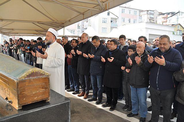 Murat Bingöl annesi Emine Bingöl'ü dualarla hak yoluna uğurladı