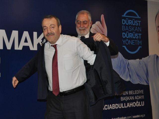 SP Adnan Hacıabdullahoğlu'na cepsiz ceket giydirerek  adayını ilan etti