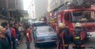 Güngören'de 5 Katlı binanın çatısı alev alev yanarken can pazarı yaşandı