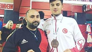 Emir Coşkundeniz Kick boks Avrupa Şampiyonası'nda Avrupa üçüncüsü