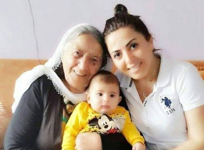 Sanatcı Derinsu Annesi Cemile Arslan'ı kaybetmenin acısını yaşadı