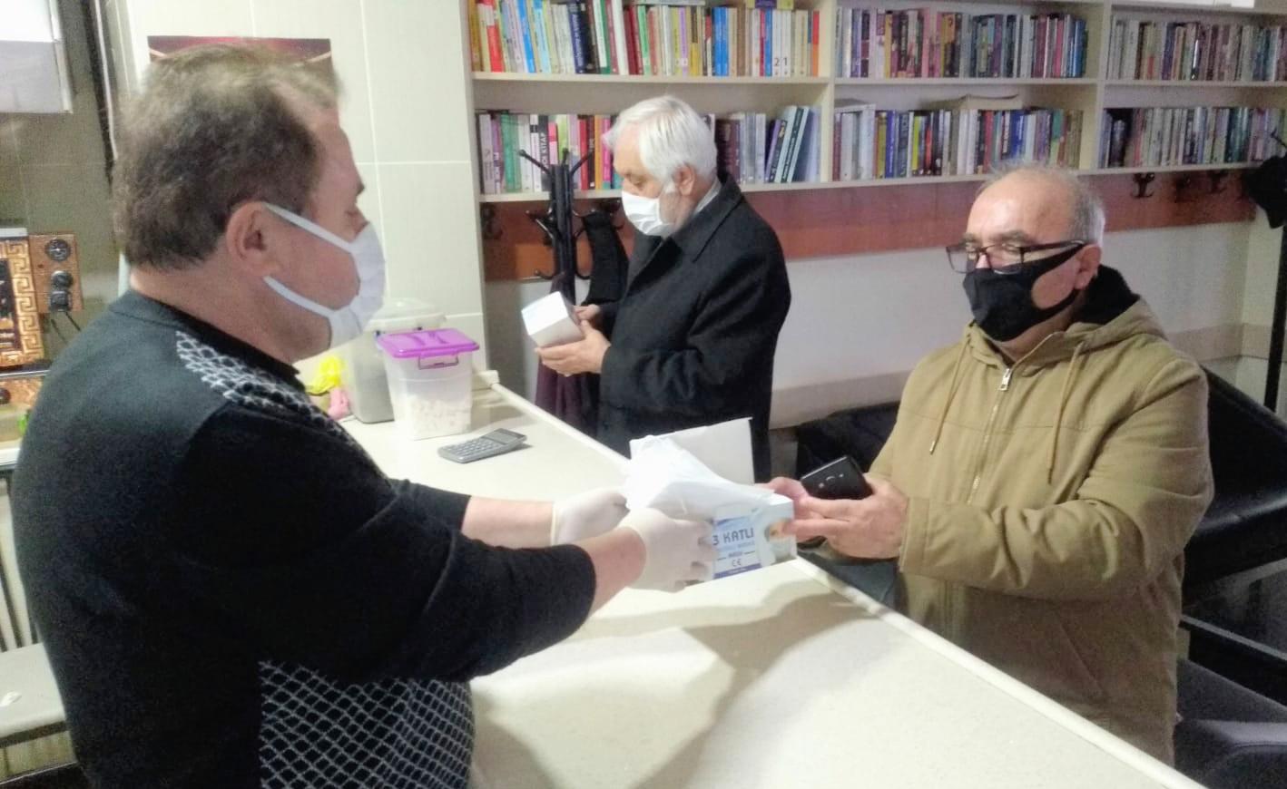 Posoflular ücretsiz maske dağıtarak  bir ilke daha imza attı