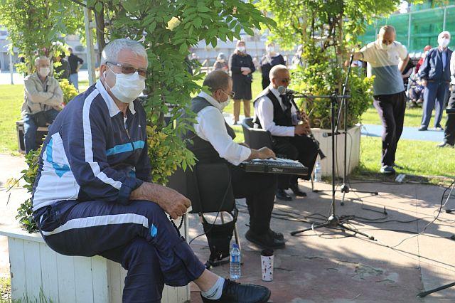 Güngören'de 65 Yaş Üstü Vatandaşlar TSM Ziyafeti çekti