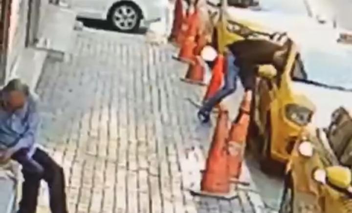 Taksi Durağında  taksiyi soydu, utanmadı selam verdi