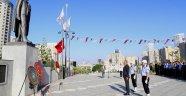 Ataşehir'de Ata'ya çelenk sunuldu