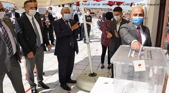 Zeytinburnu MHP  Habib Kapıcıoğlu'a devam dedi.