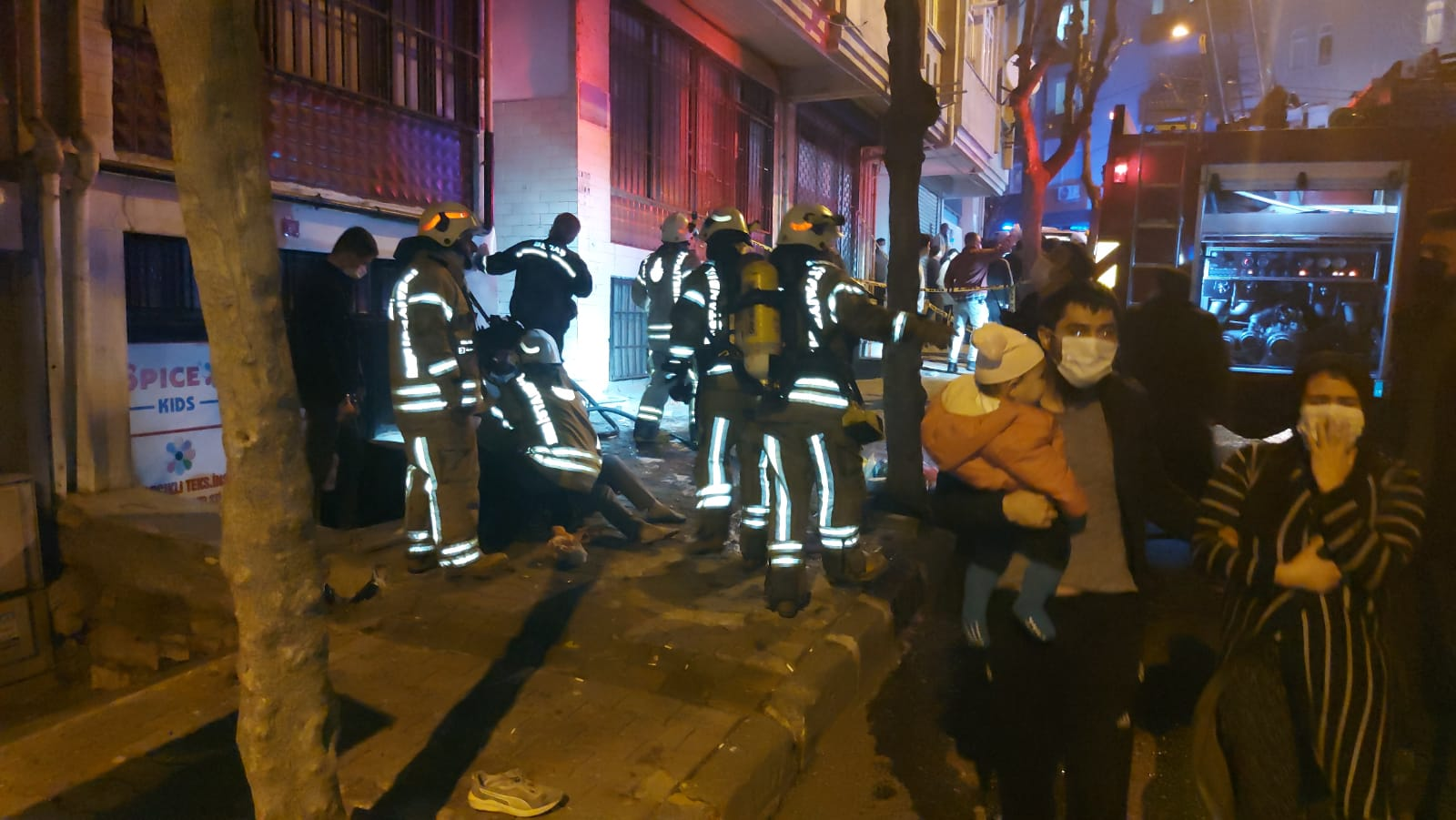 Esenler'deki yangında Can Pazarı yaşandı