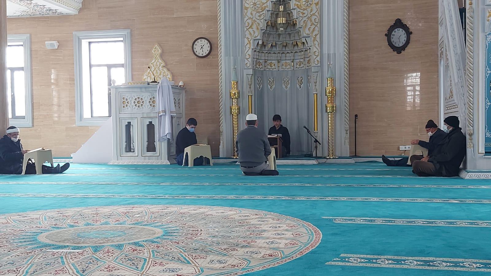 Ramazan'ın bereketi SultangaziHz. Ebubekir Camisinde mukabelelerle bereketleniyor