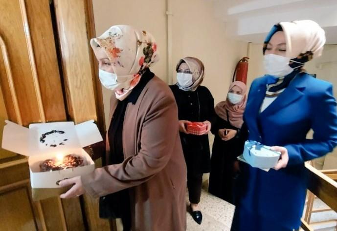 Şenel Savcı ; 23 Nisan süprizi mutluluk kutuları, çocukların yüzünü güldürdü