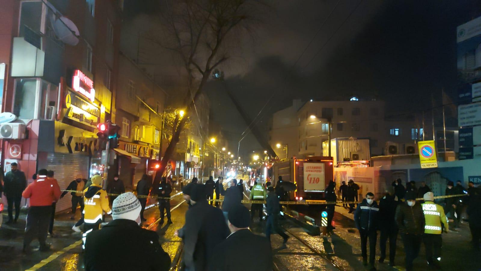 Zeytinburnu'nda çatı yangınında Can Pazarı yaşandı